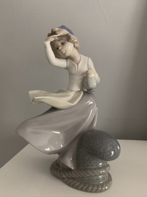 Lladro porcelain figurine. Like new. for Sale in La Grange, IL