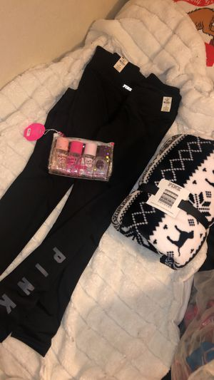Vs pink bundle for Sale in Fresno, CA