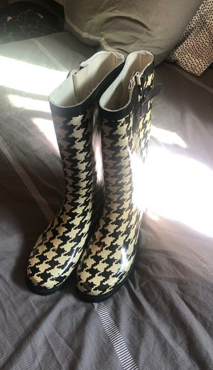 Rain boots size 7 for women for Sale in Pomona, CA