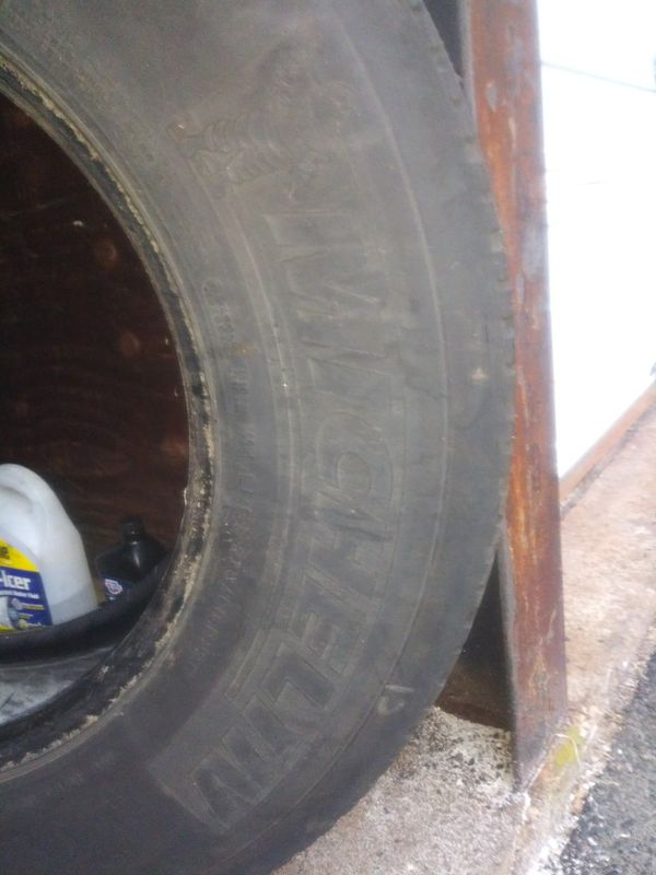 Used Tire & Bar for tractor trailer
