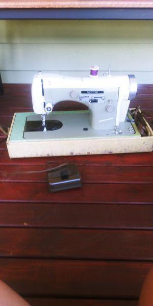 NECCHI BU SUPERNOVA SEWING MACHINE for Sale in Marysville, WA