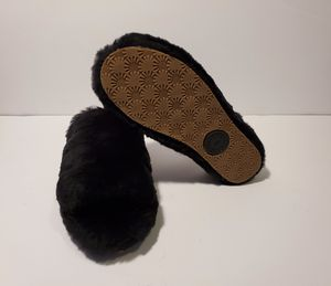 Ugg fluffy black for Sale in Miramar, FL