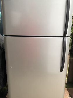 Stainless Refrigerator Frigidaire for Sale in Auburn,  WA