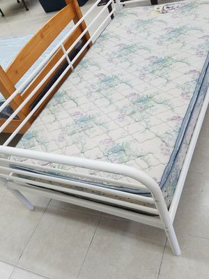 Twin size bed set for Sale in Orlando, FL