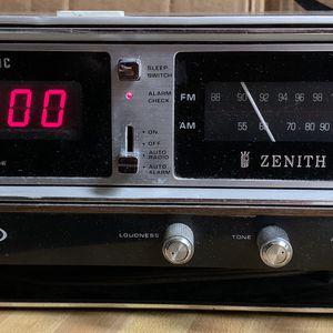 ZENITH Digital Clock Radio H472W VINTAGE for Sale in Mount Rainier, MD