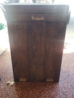 Free Trashcan Holder 20longx13deepx32tall for Sale in Aurora,  CO