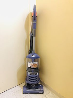 Shark Navigator Vacuum Cleaner for Sale in Tacoma, WA