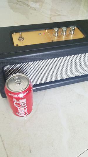 Big retro looking bluetooth speaker for Sale in Hialeah, FL