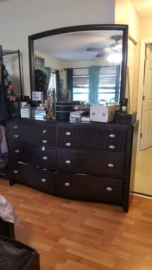 Awesome Room-to-Go King Size Bedroom Set for Sale in Pompano Beach, FL