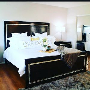 Beautiful bed with dresser and 2 night stands for Sale in Las Vegas, NV