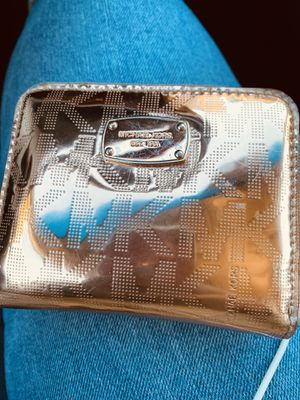 Michael Kors rose gold wallet for Sale in Castro Valley, CA