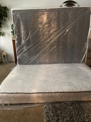 Queen size mattress and box spring for Sale in Fresno, CA
