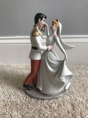 Cinderella and Prince 45th Anniversary Figurine for Sale in EASTAMPTN Township, NJ