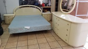 queen bedroom sets for Sale in Miami, FL