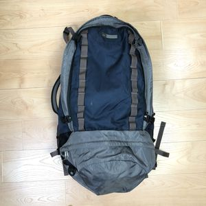 REI Internal Frame Hiking Backpack Navy Gray 27 x 14 x 7 Inch for Sale in Mundelein, IL