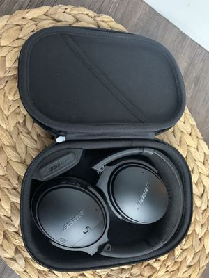 Bose QuietComfort 35 Wireless Noise Cancelling over the ear headphones black for Sale in Alhambra, CA