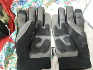 Mechanic insulted gloves for Sale in Bismarck, ND