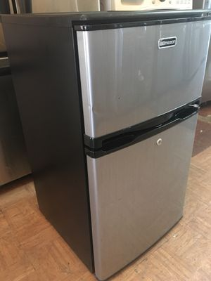 EMERSON STAINLESS STEEL MINI TOP FREEZER FRIDGE for Sale in Los Angeles, CA