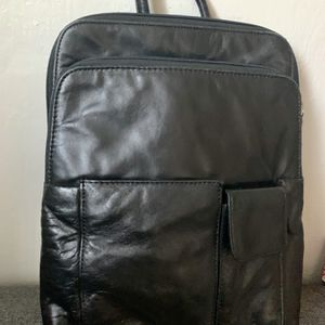 Vintage Wilsons Genuine Leather Pelle Studio black leather Backpack purse with zip around built all zippers work. There are 2 adjustable backpack s for Sale in Mountain View, CA