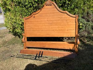 Wood king size bed frame for Sale in Miami, FL