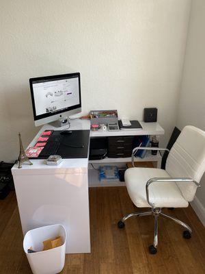 White glossy desk for Sale in North Miami Beach, FL