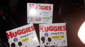 Huggies sz5 diapers 132 count 2 and 1box Pampers wipes for Sale in Portland, OR