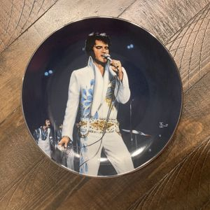 """8in Limited Edition Elvis Presley """"Concert in Baton Rouge, 1974"""" collectible plate! Great condition! for Sale in West Palm Beach, FL"""