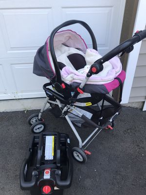 Graco car seat, base and car seat stroller ( frame) for Sale in Hillsboro, OR