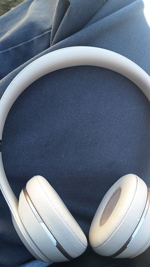 Solo 3 beats rose gold wireless headphones for Sale in Fallbrook, CA