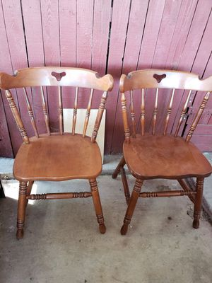 2 beautiful maple dining table chairs. for Sale in Glendale, AZ