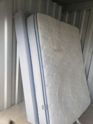 QUEEN MATRESS AND BOX SPRING for Sale in Hollins, VA