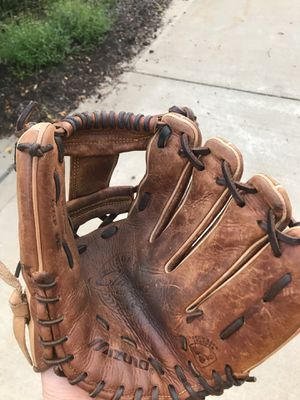 Baseball glove for Sale in Broadview Heights, OH