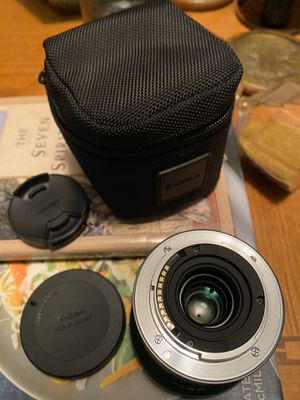 Sigma lens 19mm f/2.8 DN Lens for Sony NEX E-mount Cameras (Black) for Sale in St. Petersburg, FL