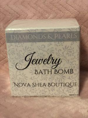 Nova Shea Diamonds & Pearls Jewelry Bath Bomb with necklace for Sale in Colwich, KS