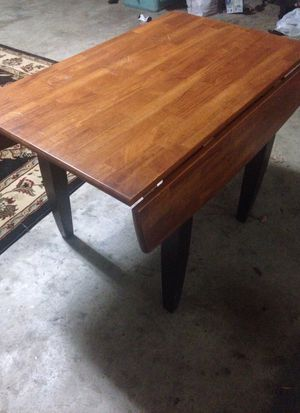 Kitchen table with retractable wings for Sale in Bixby, OK