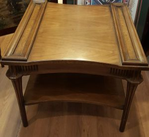 """Antique Solid Wood Accent Table 26""""×25""""×23""""H for Sale in Queens, NY"""