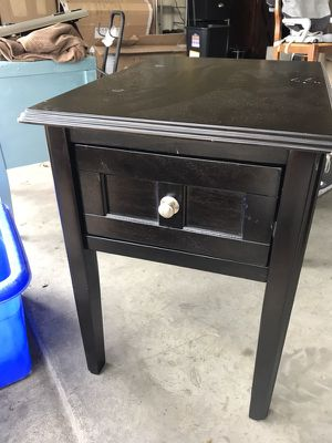 End table. Small scratch for Sale in Austin, TX
