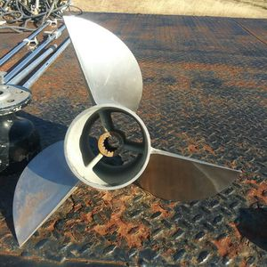 23 Pitch Boat Prop for Sale in Mustang, OK