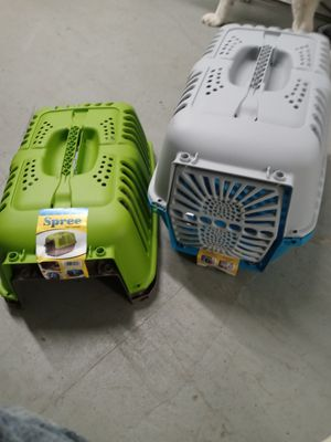 Pack of 2 Spree cat or puppypet carriers. for Sale in Carpentersville, IL