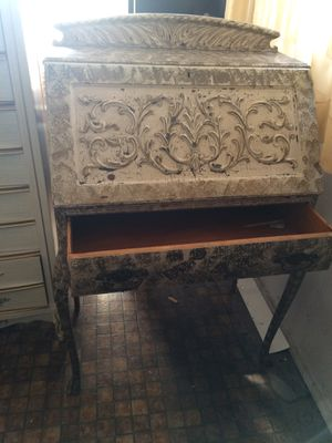 Antique secretary desk. for Sale in Los Angeles, CA