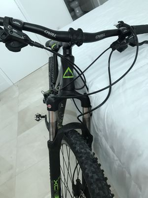 Mountain bike FUJI GOOD CONDITION XS for Sale in Miami, FL