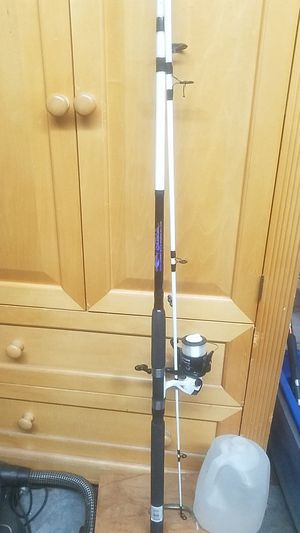 Tsunami spear med fishing pole with TSS PE 5000 real for Sale in Clearwater, FL