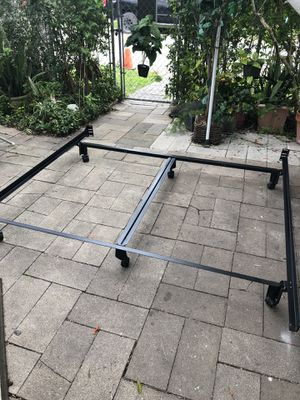 Heavy duty king size bed frame for Sale in Robstown, TX