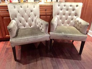 Tufted green velvet chairs (pair) for Sale in Hialeah, FL