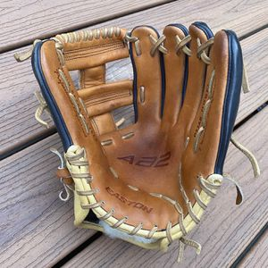 "Easton 11.75"" Model D32AB Baseball Glove for Sale in Kirkland, WA"