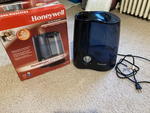Honeywell warm mist humidifier excellent condition for Sale in Secaucus, NJ