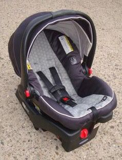 Graco infant car seat with base for Sale in Philadelphia, PA