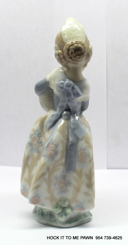 "LLADRO ""VALENCIAN GIRL HOLDING ORANGES"" RETIRED PORCELAIN FIGURINE # 4841 MINT"