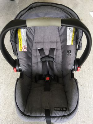Graco car seat with base & cover for Sale in undefined
