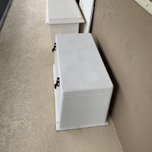 """Nice Fiberglass Boat Deck Box Cooler 38x20"""" Nice Shine Excellent Condition $250 for Sale in West Palm Beach, FL"""